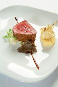 Rinderfilet mit getrüffelten Schwarzwurzeln und Kartoffel-Topinambur-Püree