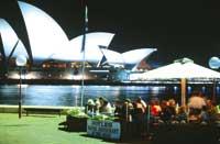 Das Opern Haus in Sydney mit einem Schanigarten davor
