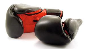 schwarz-rote Boxhandschuhe
