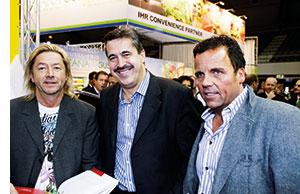 drei Herren der Gastronomieszene posieren fuer ein Foto