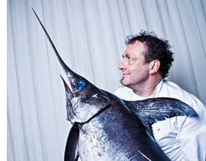 Klaus Jaquemod mit einem Schwertfisch