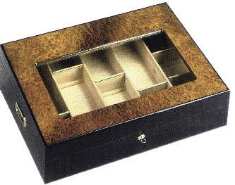 eine leere Zigarrenbox