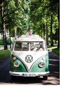 Paul Stradner im VW Bus