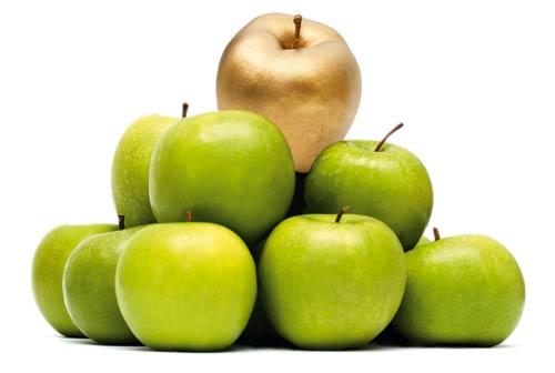 Apfelpyramide, an der Spitze, goldener Apfel