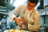 Harald Wohlfahrt in der Küche