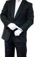 ein Herr im Anzung mit weissen Handschuhe deutet auf die uhr auf seinem handgelenk