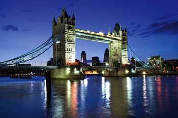 die London Bridge bei Nacht