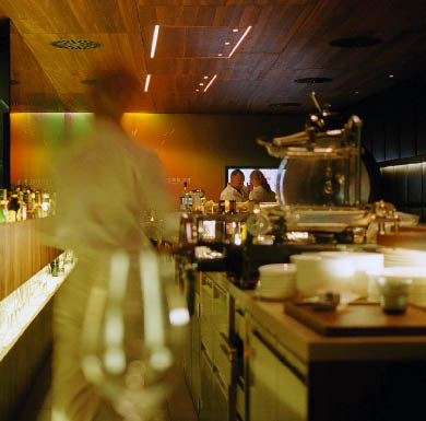 Das Restaurant Fabios, ein verschwommener Blick hinter die Bar