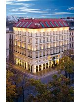 ein Wiener Luxushotel in der Abenddämmerung