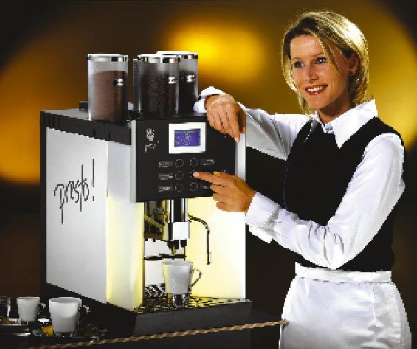 eine Dame präsentiert die jüngste Kaffeemaschine von WMF namens Presto