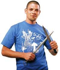 Tim Mälzer schärft sein Messer