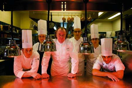 Michael Hoffmann mit seinem Küchenteam