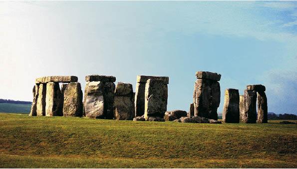 stonehedge, englands sehenswürdigkeit aus der jungsteinzeit bei schönwetter