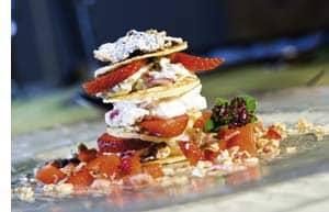 Erdbeer-Topfen-Türmchen mit Nestlé Clusters
