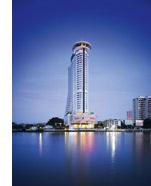 ein Hilton Hotel Wolkenkratzer am Wasser
