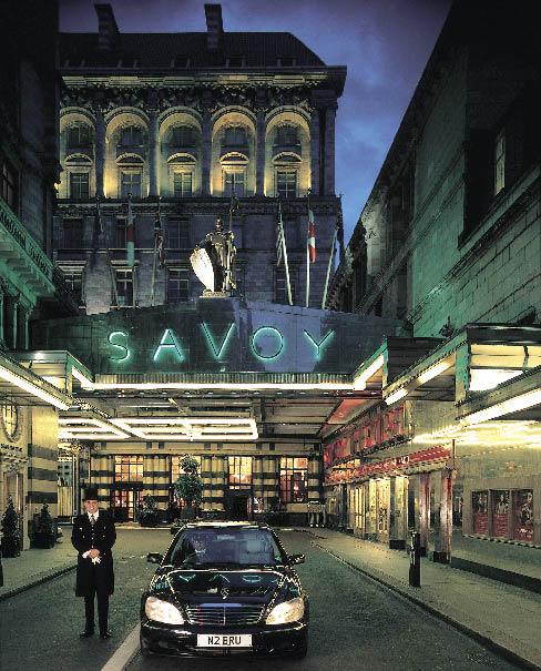 Das Hotel Savoy in London von aussen