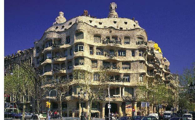 """ehemaliges Wohnhaus die Casa Milà """"auch La Pedrera genannt"""", ein Werk Gaudis in Barcelona"""