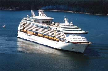 ein Passagierschiff auf offener See