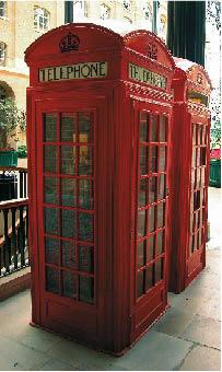 eine rote Telefonzelle, typisch für england