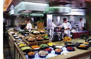 eine offene Kochstelle inklusive Buffet