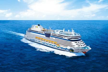 das Aida Kreuzfahrtschiff auf hoher See