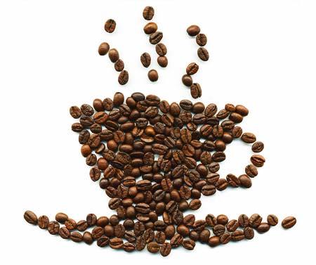 eine Kaffeetasse aus Kaffeebohnen gezeichnet