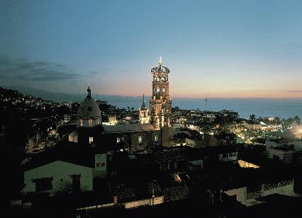 über den Dächern Mexikos in der Nacht