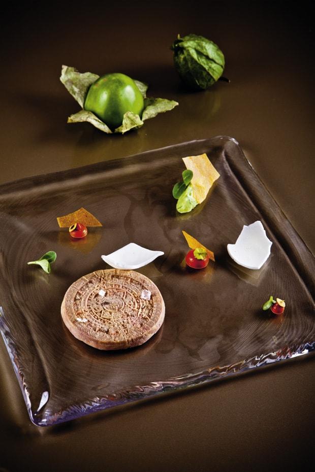 """Gänseleber """"Maya"""" mit Tomatillochutney, Salsa Roja, Tacochips & Joghurt"""
