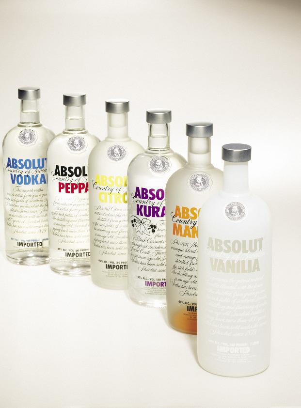 verschiedene Absolut Vodka Flaschen, darunter Vanille und Mango