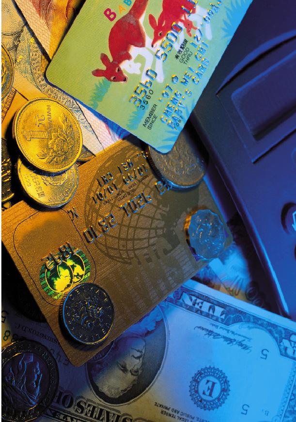 Kreditkarten und Bargeld in verschiedenstens Währungen