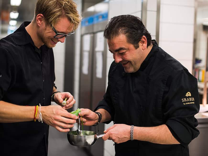 Küchenchef Simon Prokscha (li.) und Juan Amador