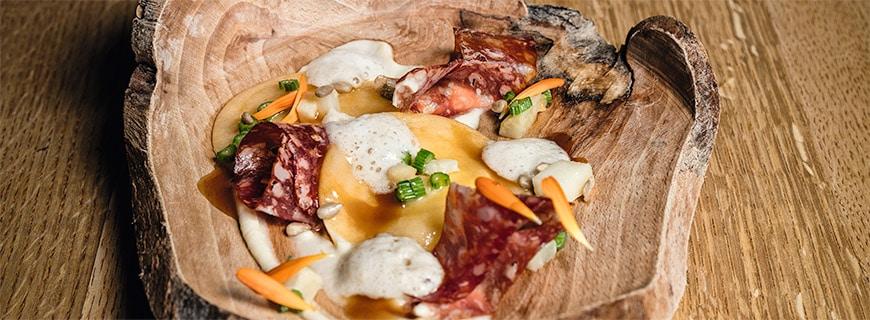 Hirschwurst mit Sellerietaschen von Oliver Drtina