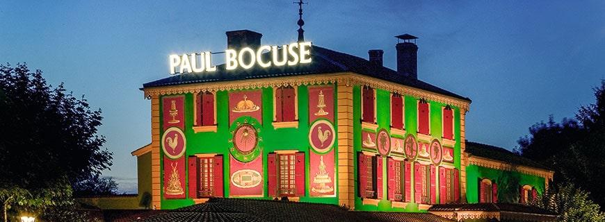 Das Restaurant von Paul Bocuse mit seinem Namensschriftzug