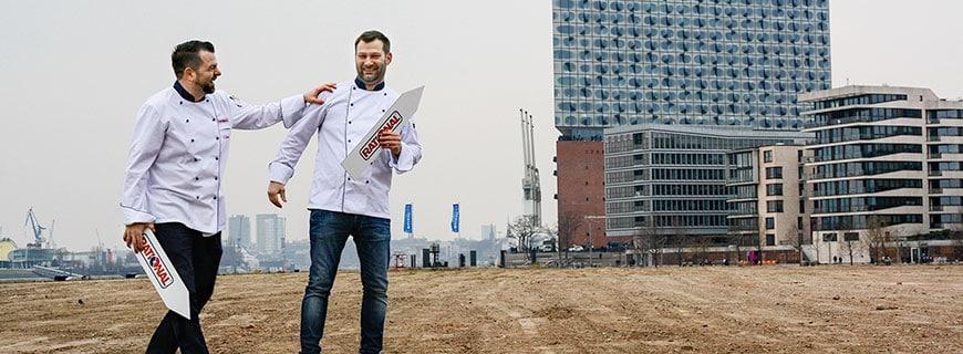 Sie wissen, wo es langgeht: Daniel Kattner (li.) und Albrecht Knechtel (re.) sind die regionalen Verkaufsleiter im hohen Norden.