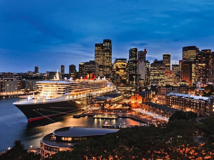 Kreuzfahrtschiff im Hafen von New York