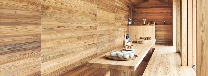 Tisch im Yoshino Cedar House