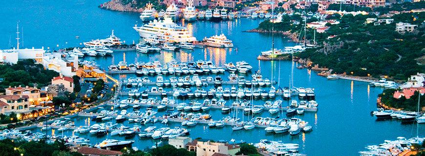 ein Hafen voller Schiffe
