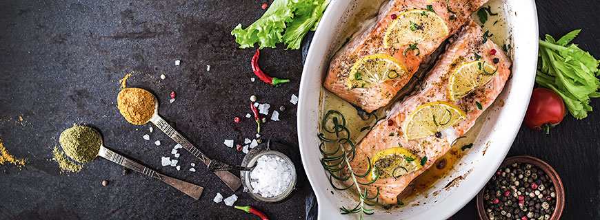 In der Gemeinschaftsverpflegung geht es um ein gesundes Mittelmaß: Ein Wiener Schnitzel hat in einer ausgewogenen und abwechslungsreichen Ernährung genauso Platz wie ein Lachsfilet