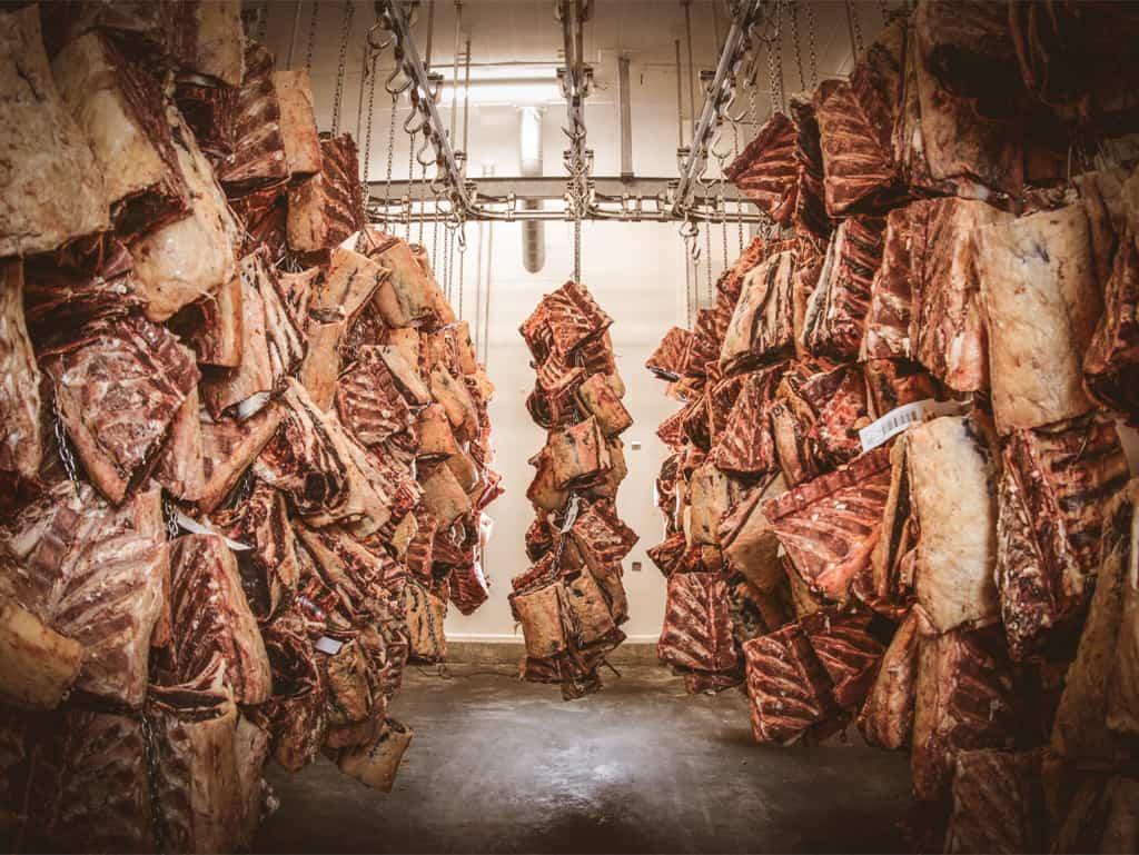 """""""Fleisch aus der Gras- und auch der Getreide-Fütterung eignet sich zum Dry-aging oder anderen Veredelungen."""" – Ludwig Maurer über die Veredelung von Fleisch."""
