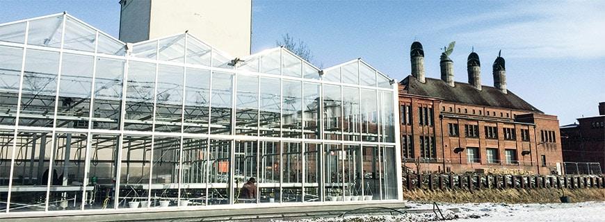 Mitten in der Großstadt: In der deutschen Hauptstadt steht der fix und fertige ECF Farmer's Market Berlin. Als Generalunternehmer baut ECF Farmsystems schlüsselfertige Farmen und kümmert sich um die Bürokratie. Das Ziel: der Zugang zu nachhaltig erzeugten Lebensmitteln.