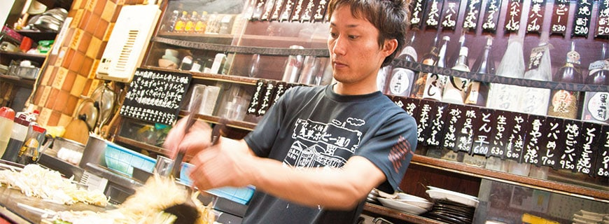 Japanischer Koch bei der Arbeit