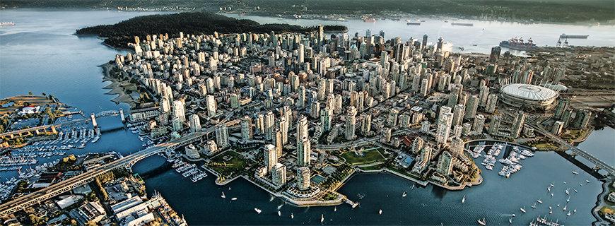 Zwischen den Bergen Kanadas und der Küste des Pazifischen Ozeans: In Vancouver werden Großstadtliebhaber genauso verwöhnt wie Naturfreaks