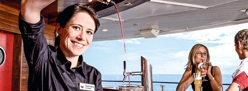 Barkeeperin an Bord