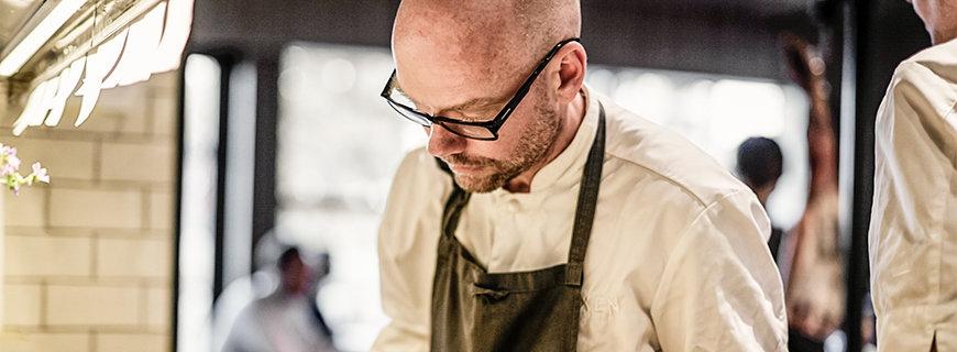 Magnus Ek in der Küche des Restaurants Oaxen Krog