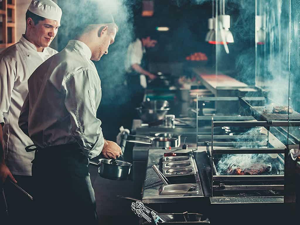 Köche bei der Arbeit, Mangelberufe