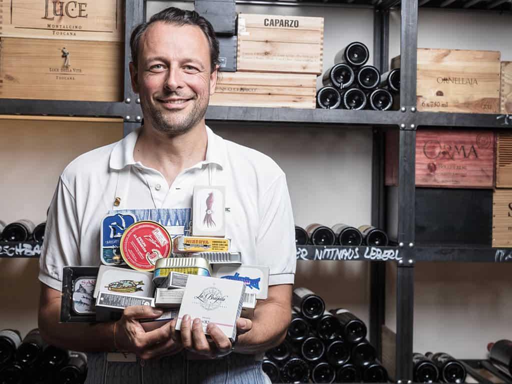 Was draufsteht, soll auch drin sein: Feinkostimporteur Daniel Rietdorf ist Meeresbiologe und Fischkonservenliebhaber.