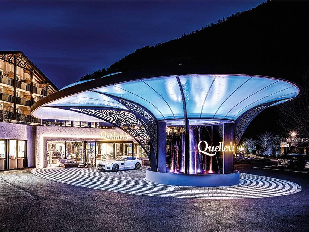 Frontansicht Quellenhof Hotel