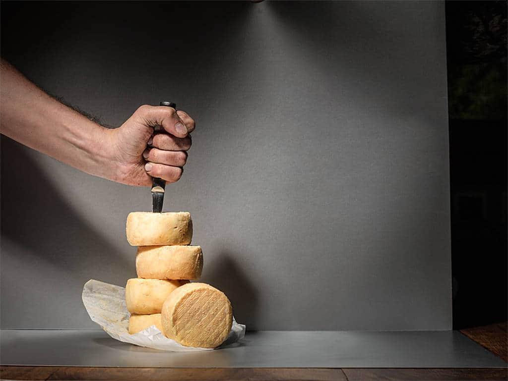Früher verschmäht, heute beliebt: Vor neun Jahren wurde Analog- käse – durch einen Bericht der Verbraucherzentrale Hamburg – stark kritisiert. Heute ist er bei Veganern durchaus sehr beliebt. So kann sich die Wahrnehmung in kürzester Zeit ändern.