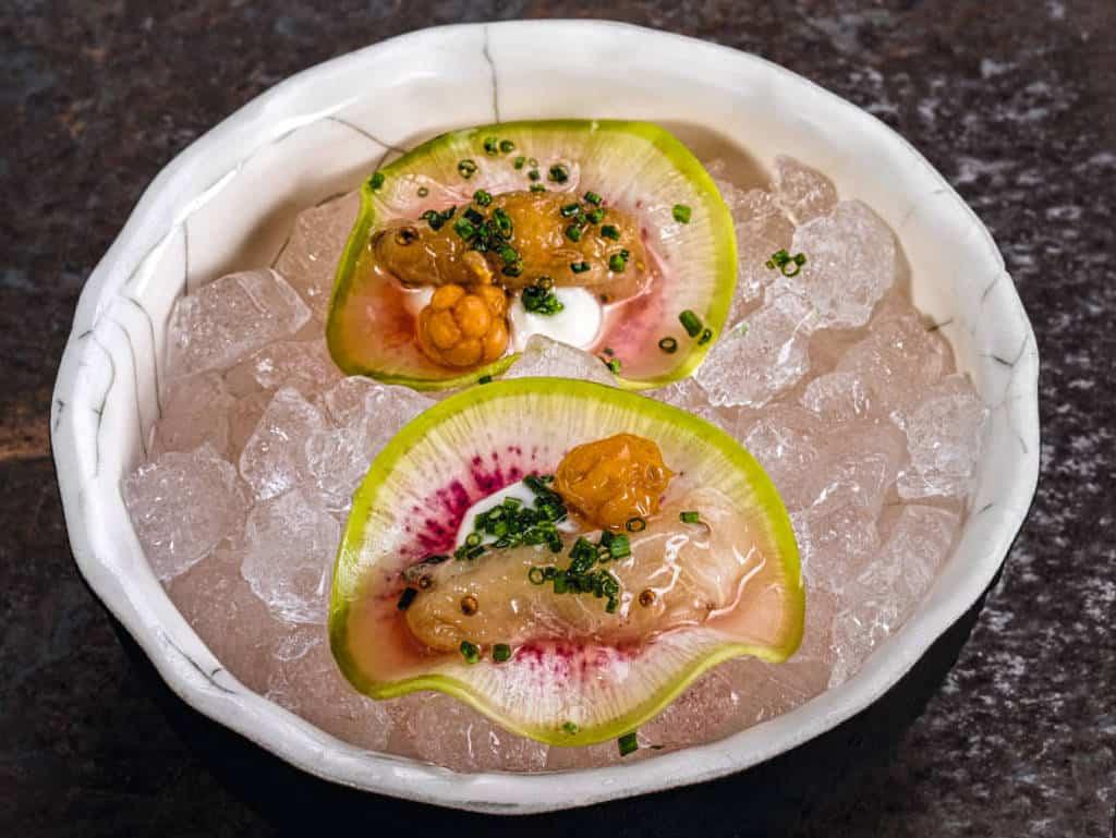Wassermelonen-Rettich mit Feijoa und Ziegenkäse