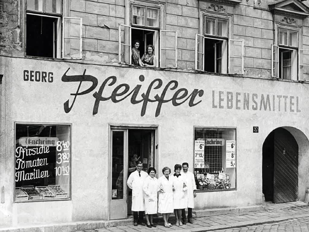 Stolz wie die Pfeiffer-Mitarbeiter: 1950 stand Qualität und Frische genauso im Mittelpunkt wie heute.